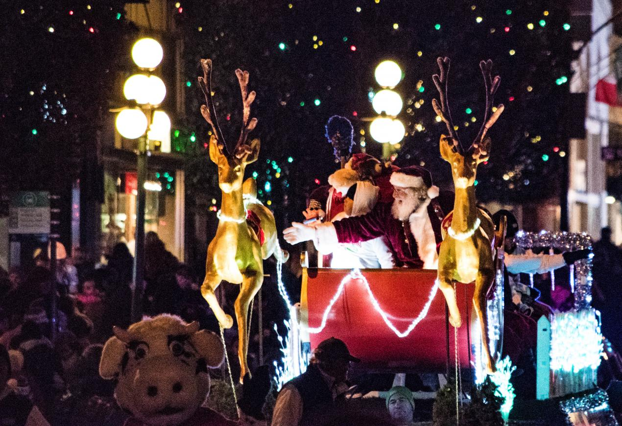 37th Island Farms Santa's Light Parade, Victoria BC